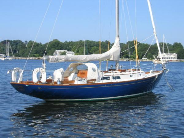 Hinckley Pilot 35 Cruisers. Listing Number: M-3690745 35' Hinckley Pilot 35