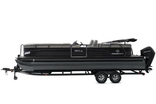 2021 Regency boat for sale, model of the boat is 250 LE3 & Image # 9 of 76