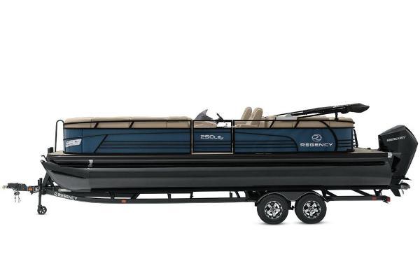 2021 Regency boat for sale, model of the boat is 250 LE3 & Image # 12 of 76