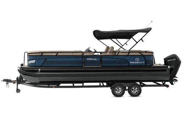 2021 Regency boat for sale, model of the boat is 250 LE3 & Image # 14 of 76