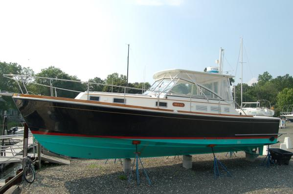 Grand Banks Eastbay 38 EX w/custom Hardtop Downeast