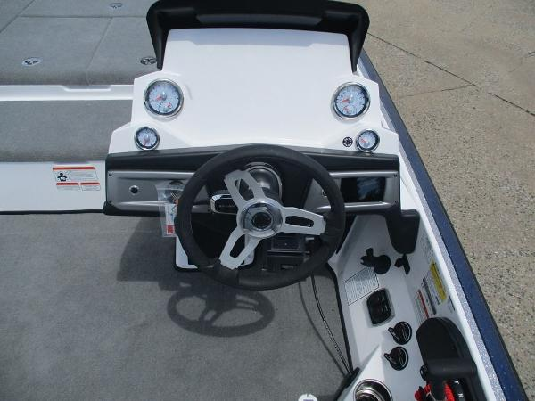 2021 Nitro boat for sale, model of the boat is Z21 & Image # 3 of 8