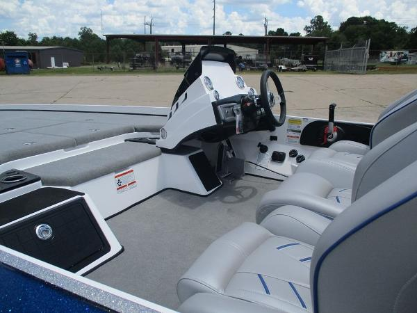 2021 Nitro boat for sale, model of the boat is Z21 & Image # 4 of 8