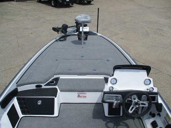2021 Nitro boat for sale, model of the boat is Z21 & Image # 5 of 8