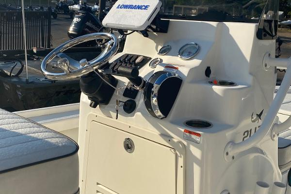 2019 Mako boat for sale, model of the boat is 21 LTS & Image # 10 of 38