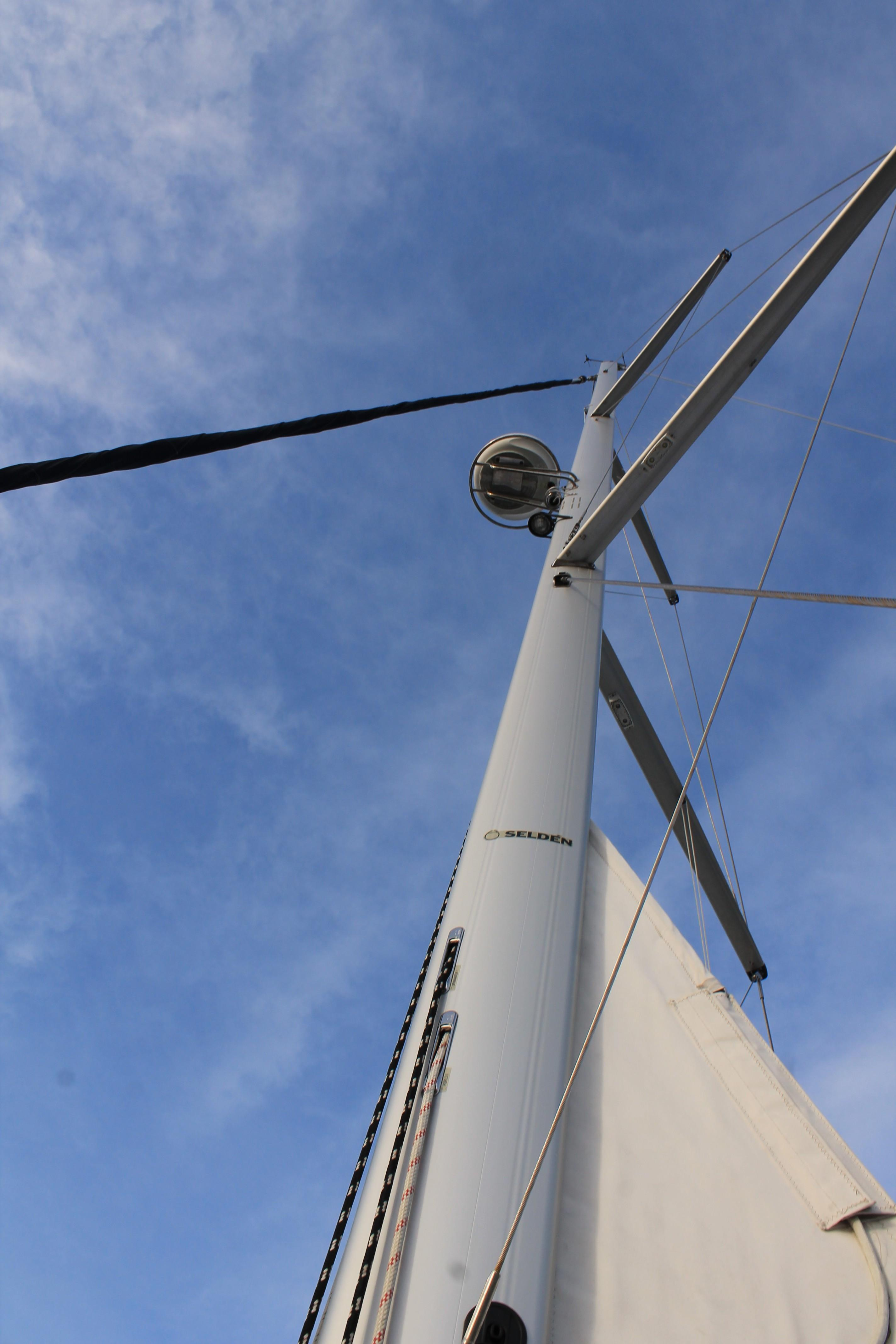 49 ft Hunter 49 | Executive Yacht Canada