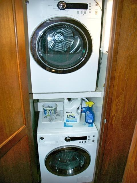 Washer/dryer in forward hall