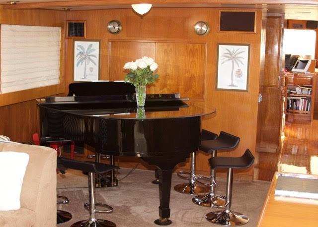 Piano in salon