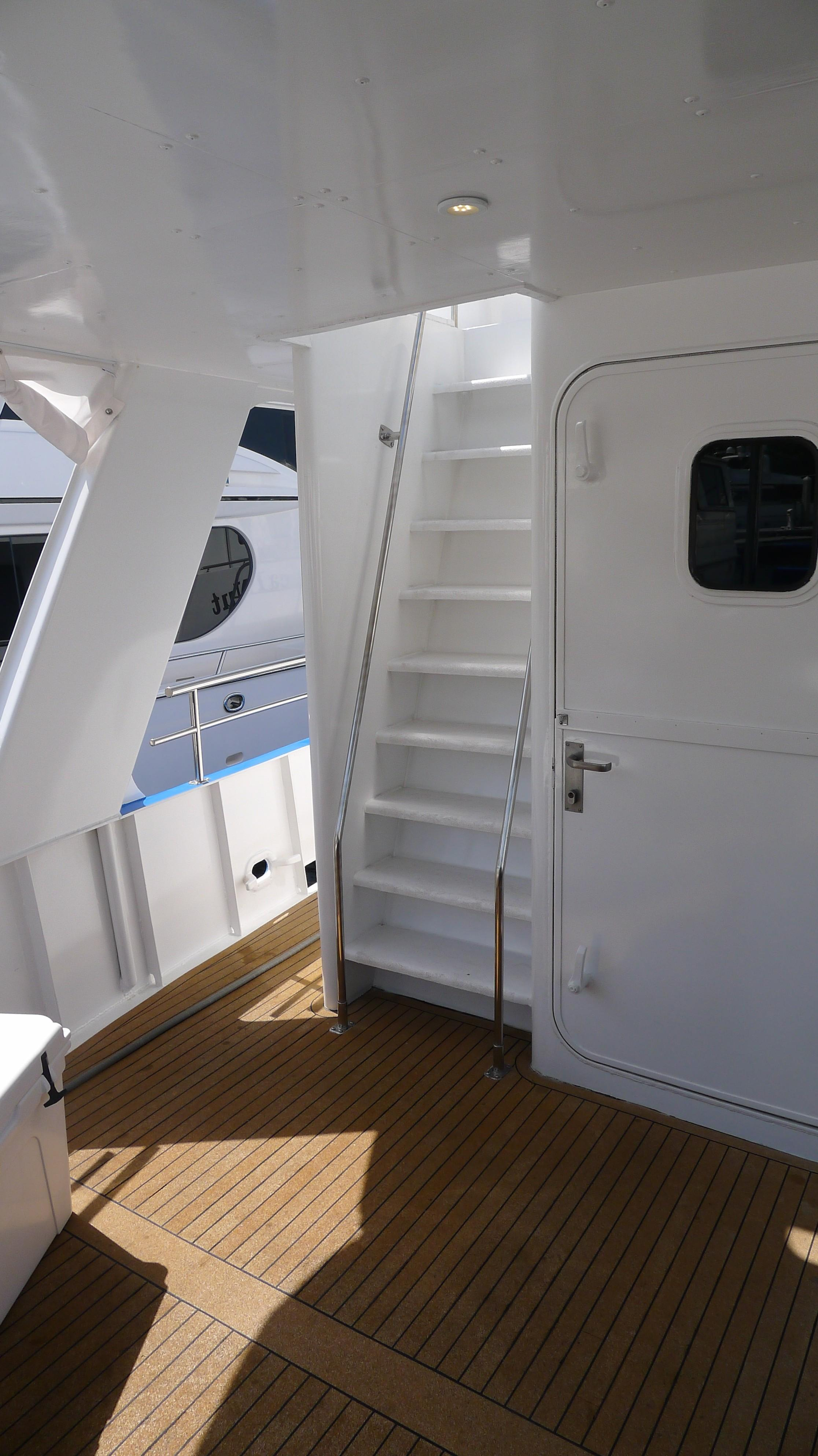 Aft Deck/Stair to Flybridge