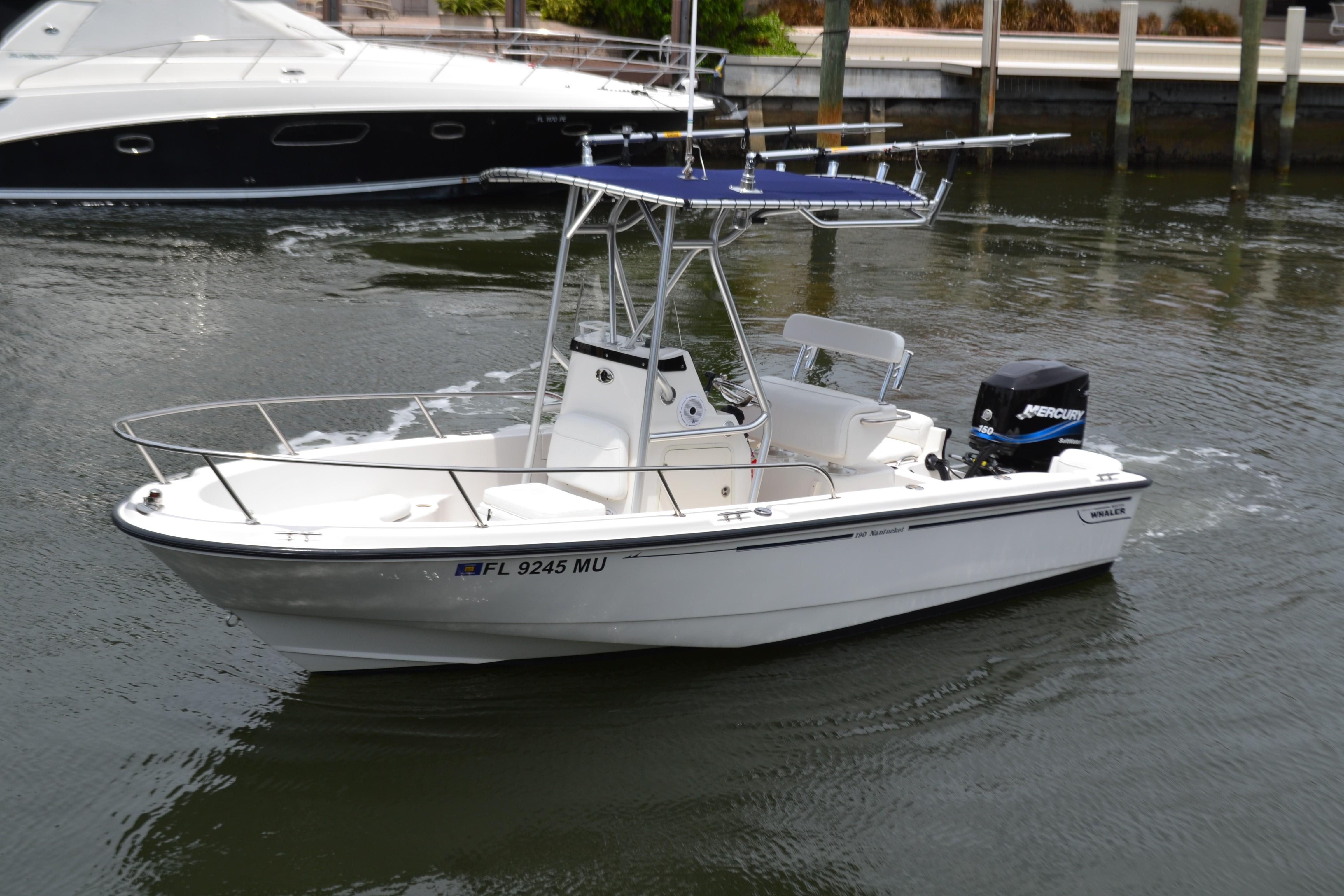 19 Boston Whaler 2005