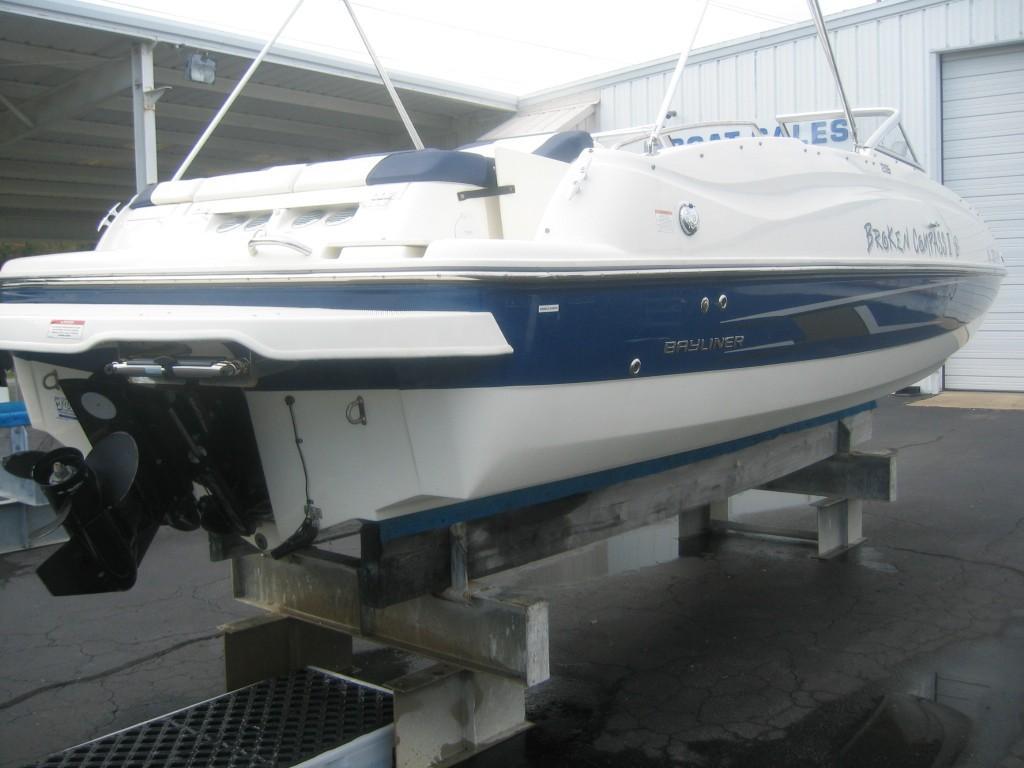 Bayliner215 Deck Boat