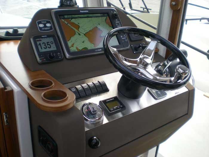 Sargo 31 Explorer console