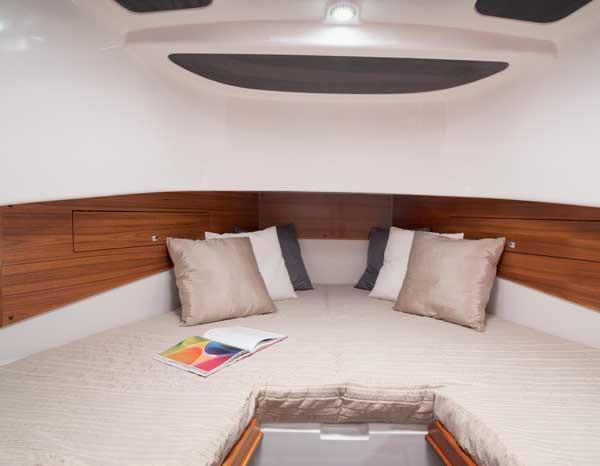 Sargo 31 Explorer forward cabin