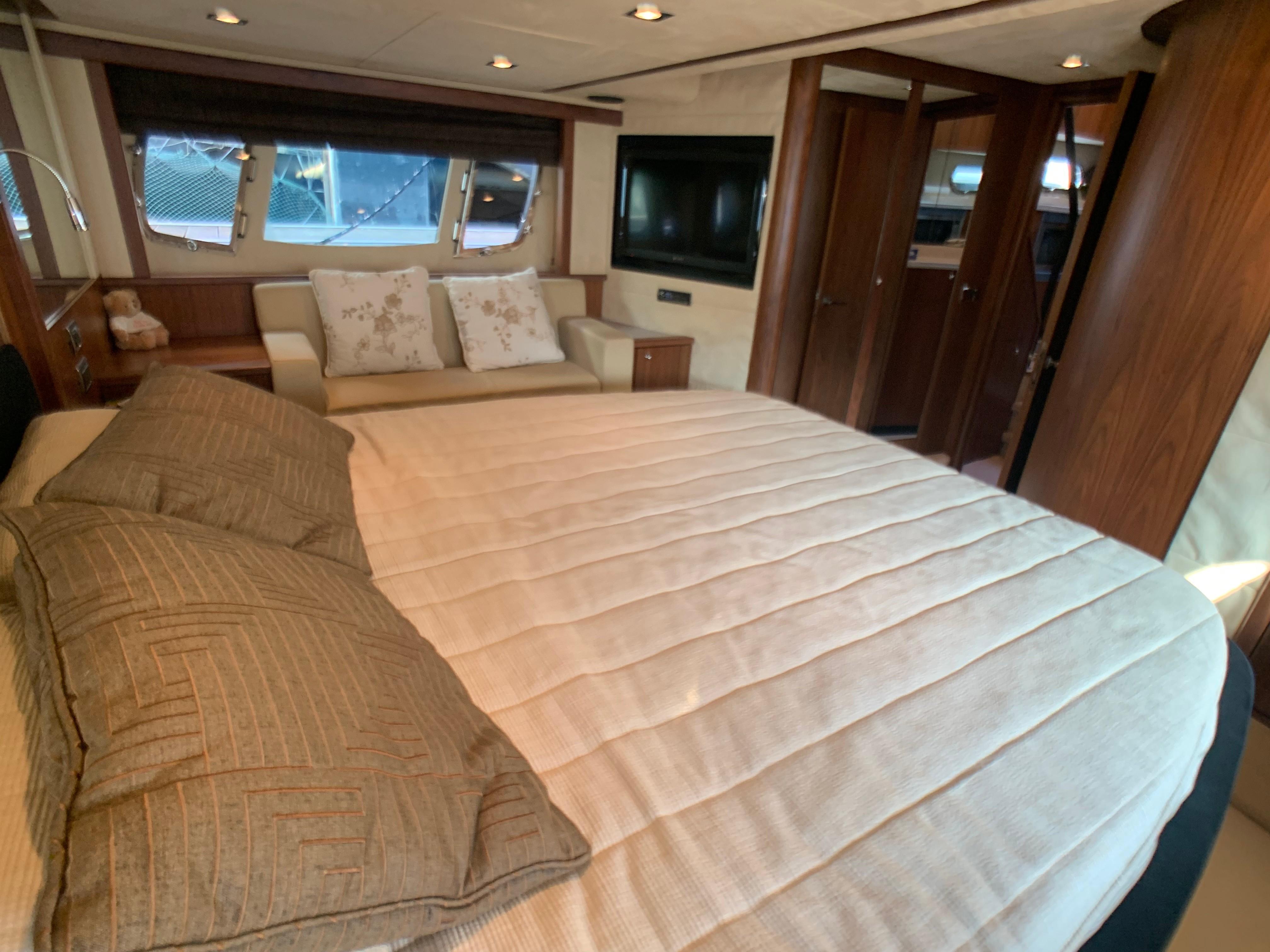 Manhattan 60 - Master Cabin
