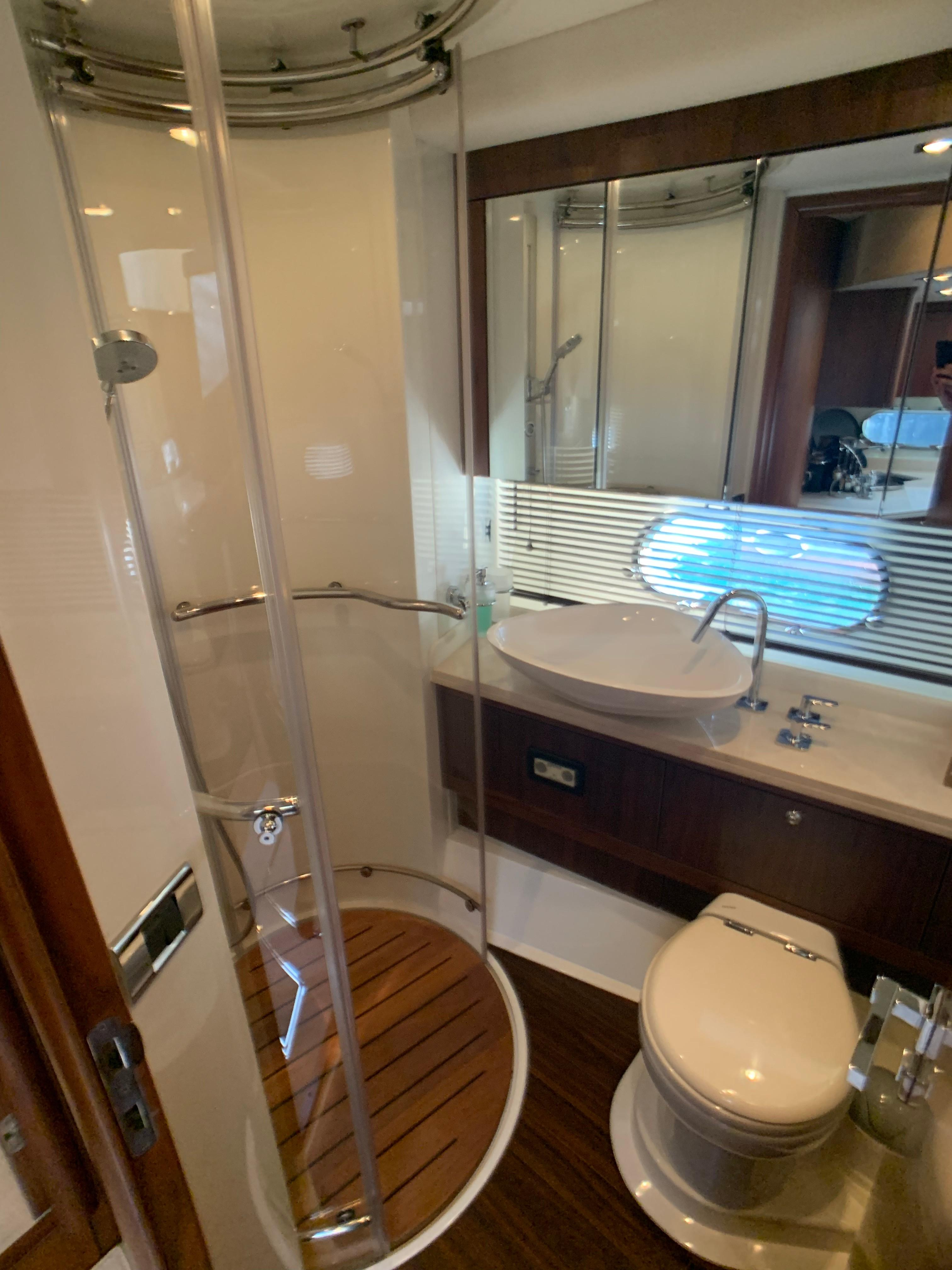 Manhattan 60 - Guest Bathroom/Dayhead