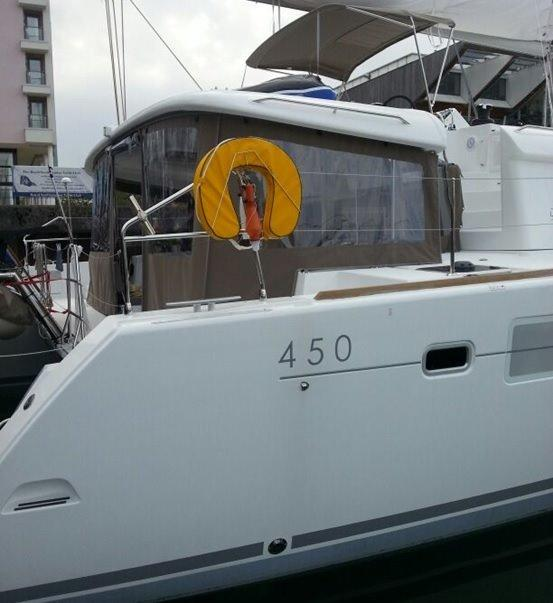 Lagoon 450 Starboard View