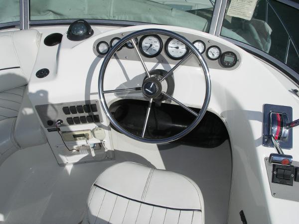 Bayliner Ciera 2858 - Flybridge Helm