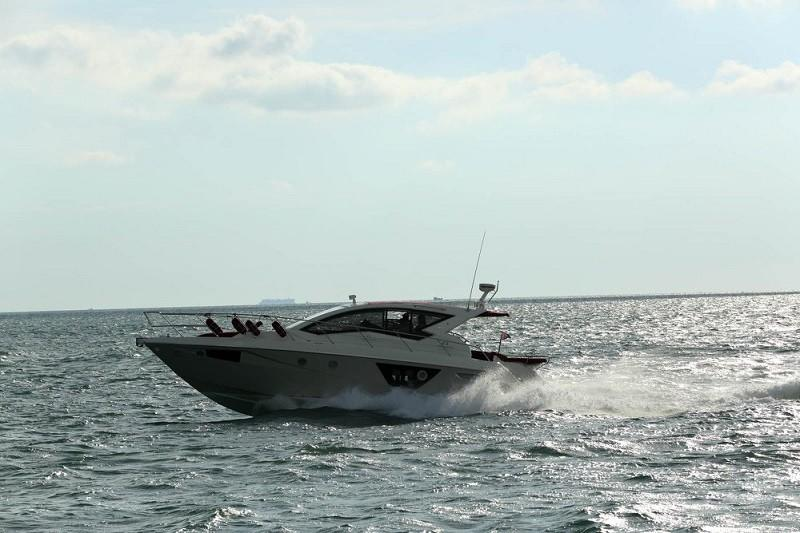 M44 HT power boat-3