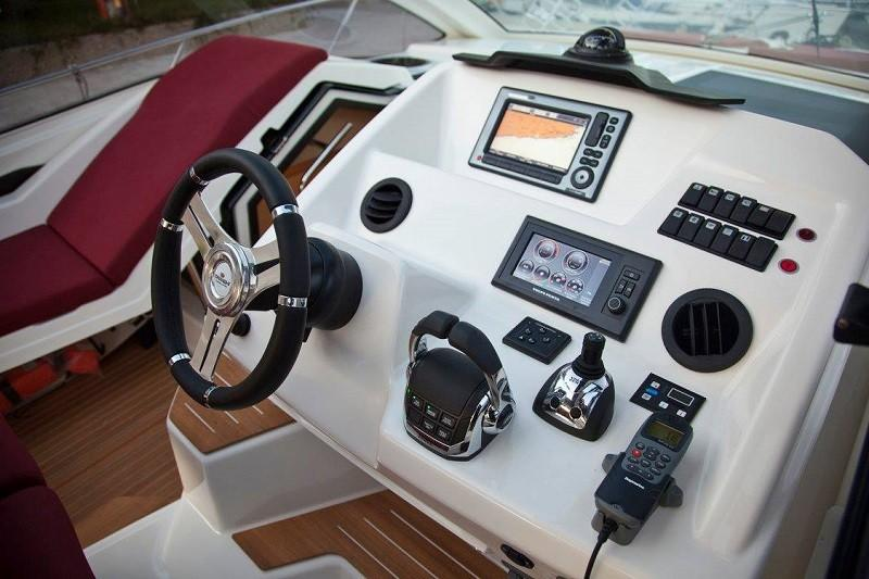 M44 HT power boat-13