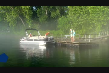 Sun Tracker Fishin' Barge 20 DLXvideo