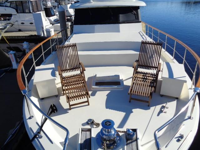 Hatteras 53 Motor Yacht - Bow Seating