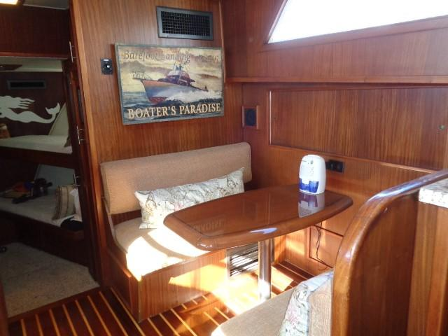 Hatteras 53 Motor Yacht - Dinette Seating