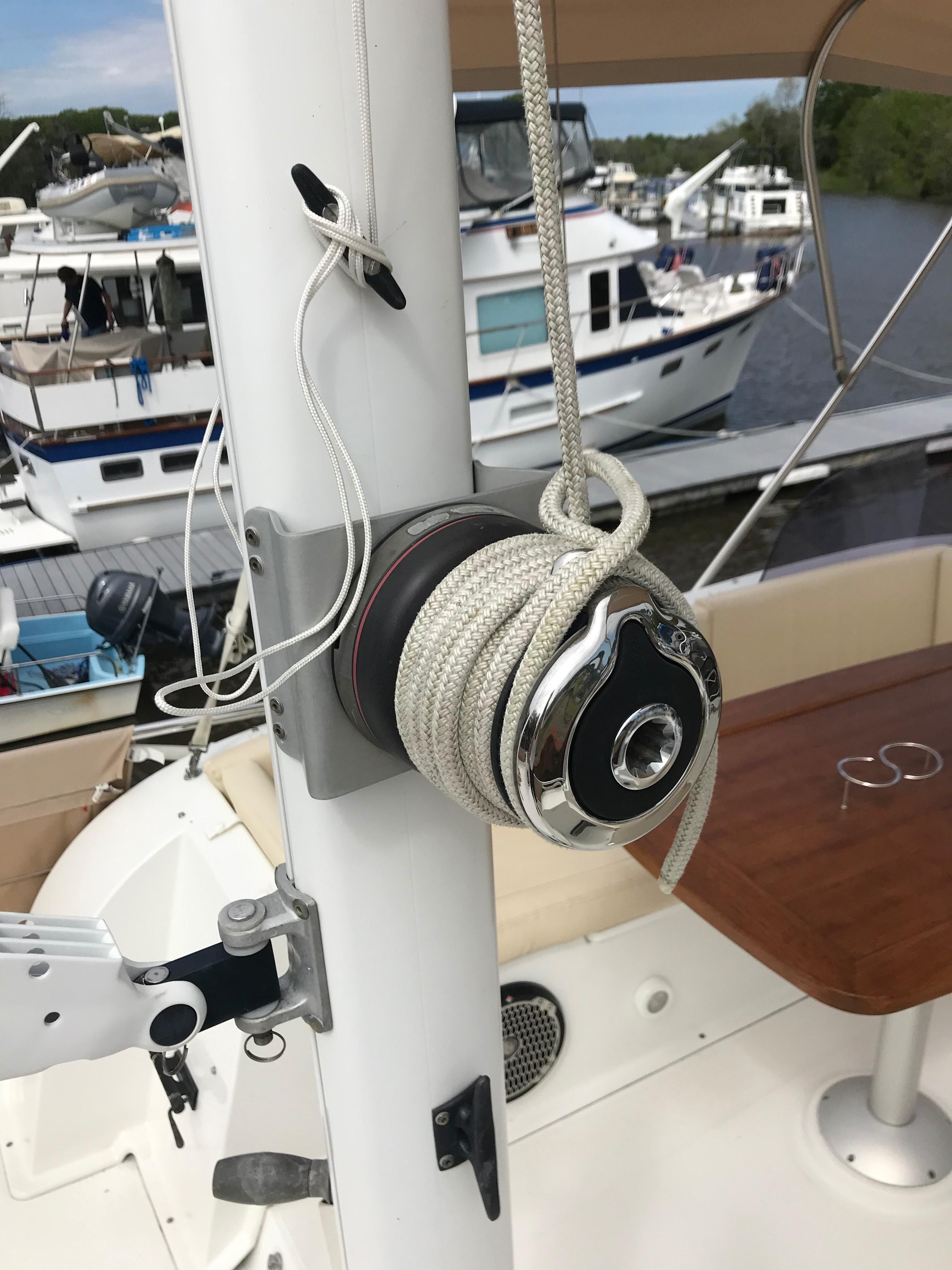 Beneteau 34 Swift Trawler - Winch on Mast