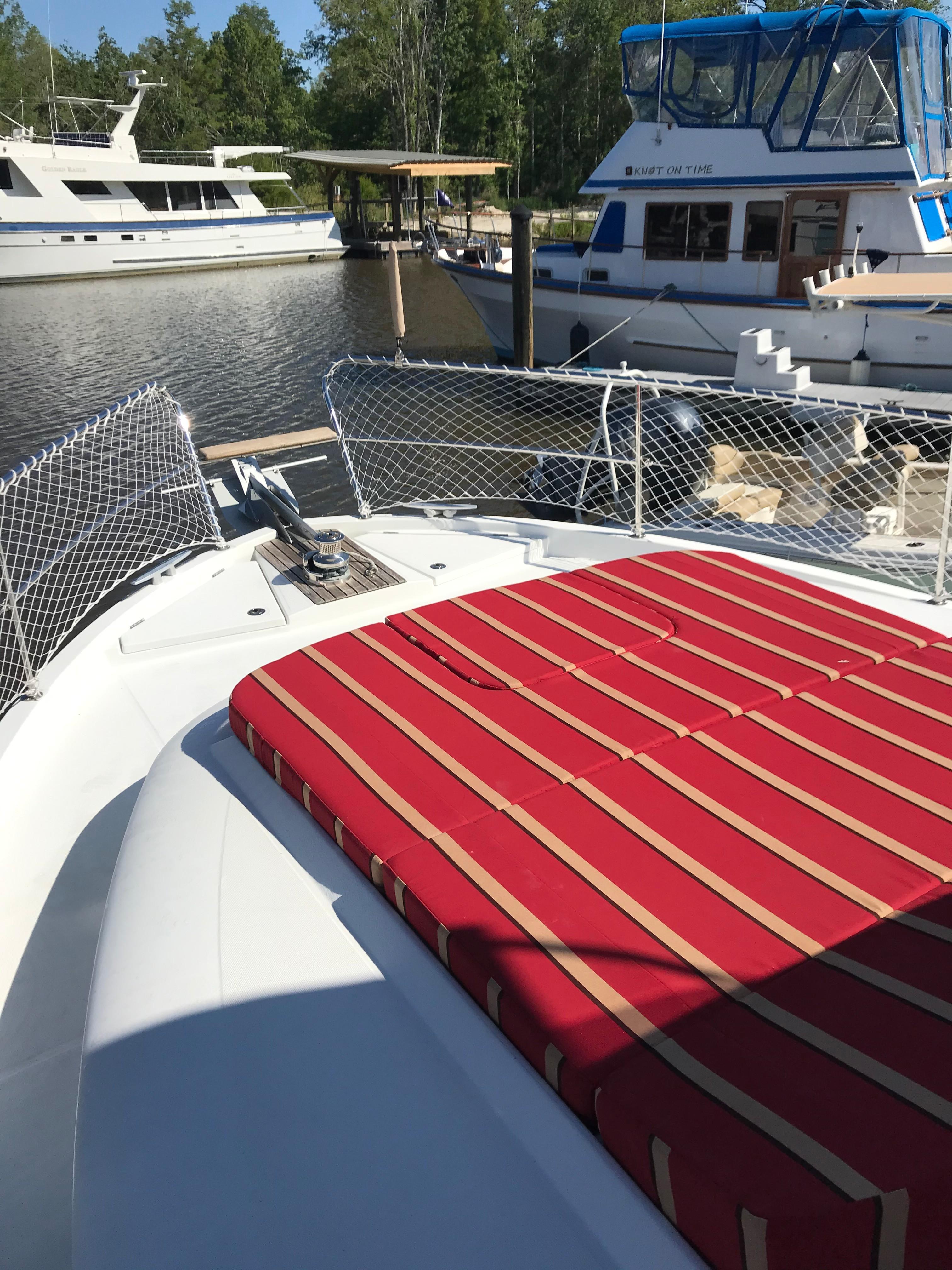 Beneteau 34 Swift Trawler - Sunpad on Foredeck