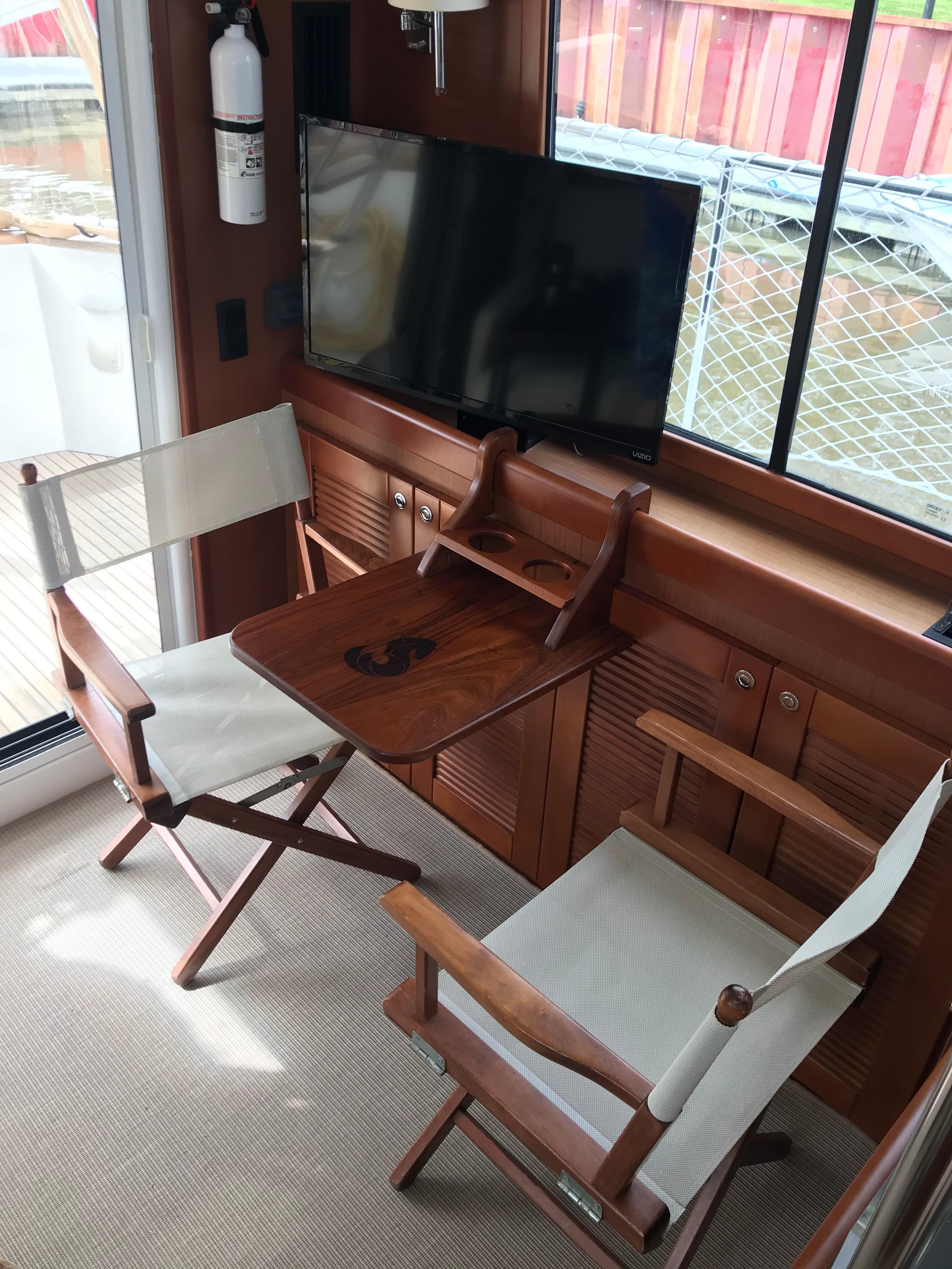 Beneteau 34 Swift Trawler - Salon Seating/Custom Table/Flatscreen TV