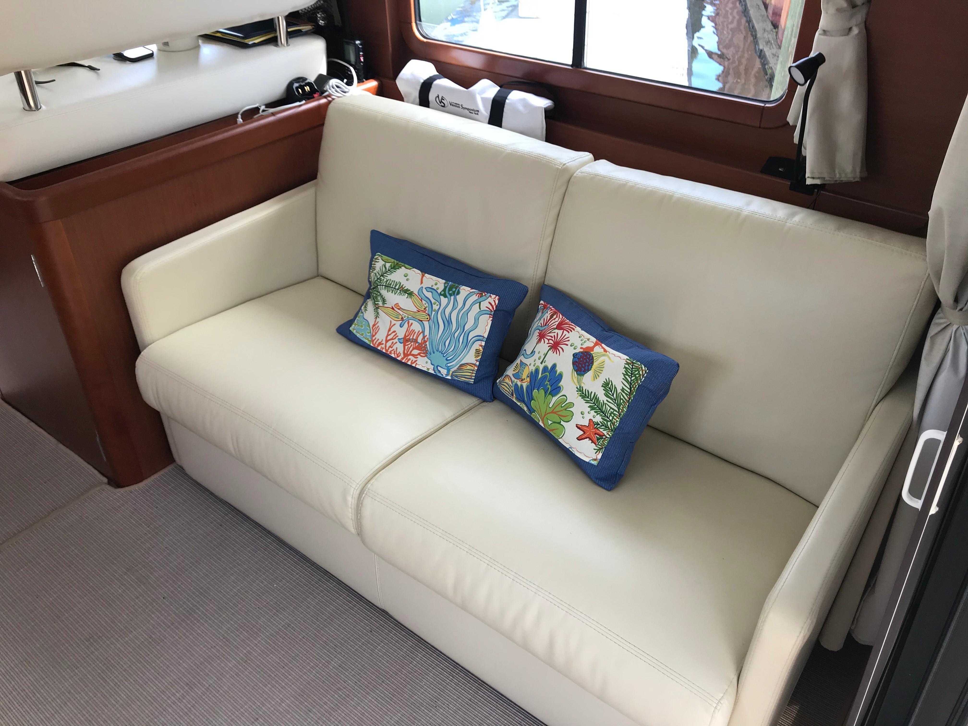 Beneteau 34 Swift Trawler - Sofa Sleeper