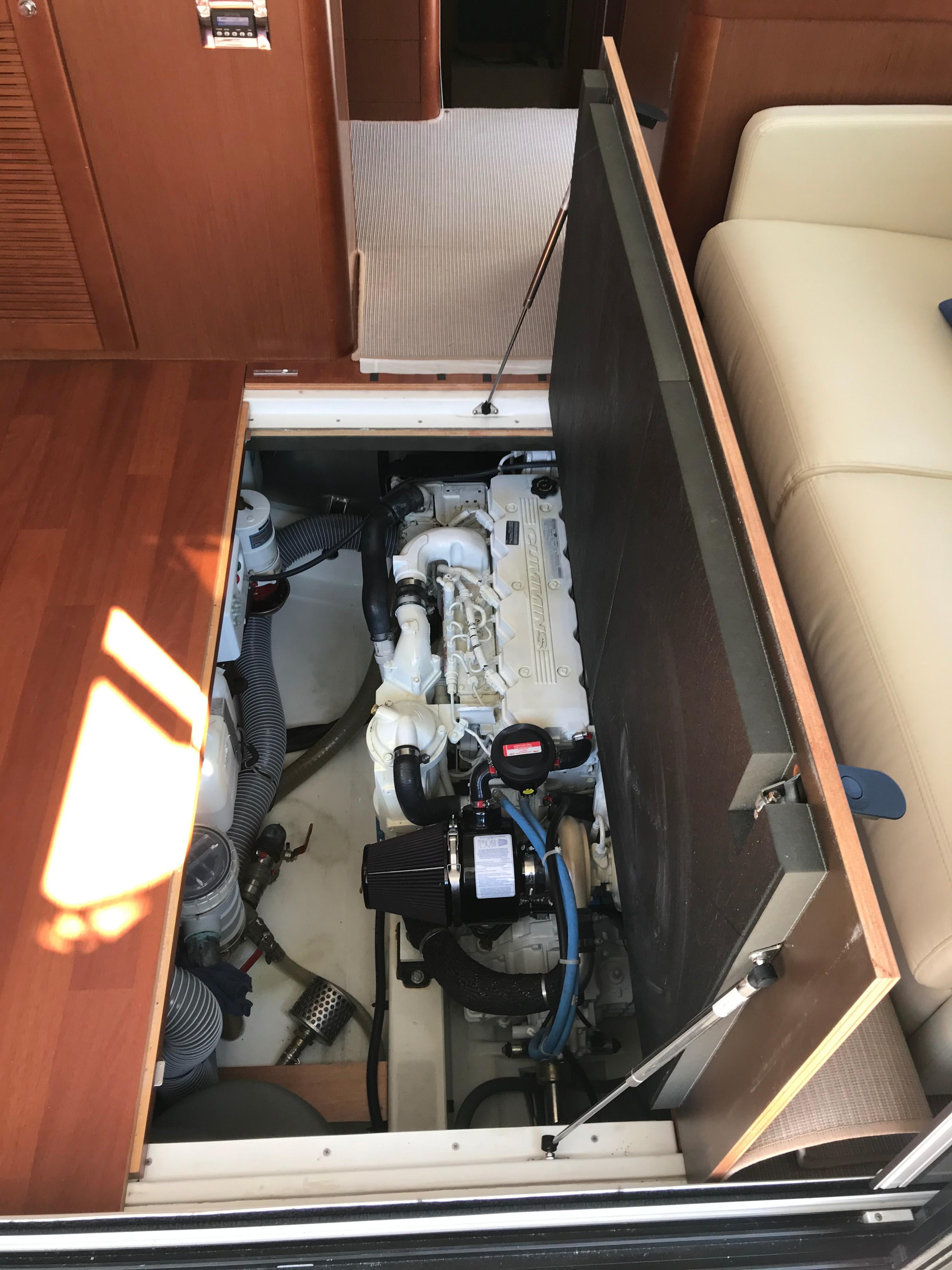 Beneteau 34 Swift Trawler - Engine Hatch