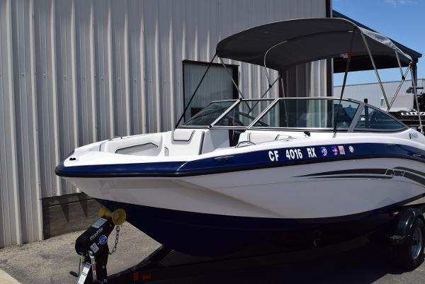 2017 Yamaha boat for sale, model of the boat is SX190 & Image # 2 of 15