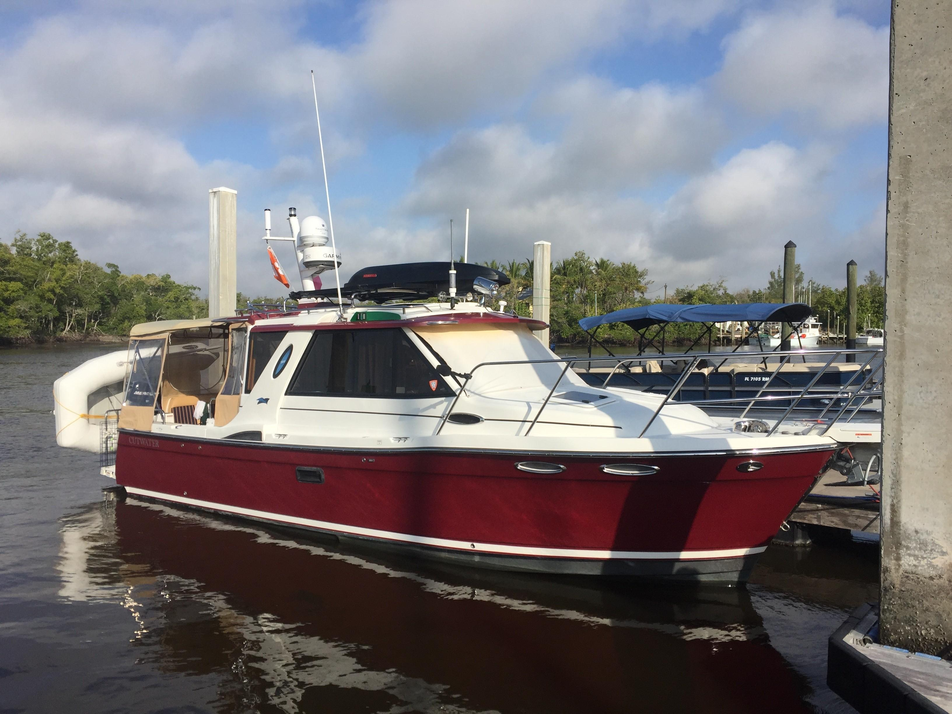 Cutwater C-28 - Starboard Profile with Camper Back