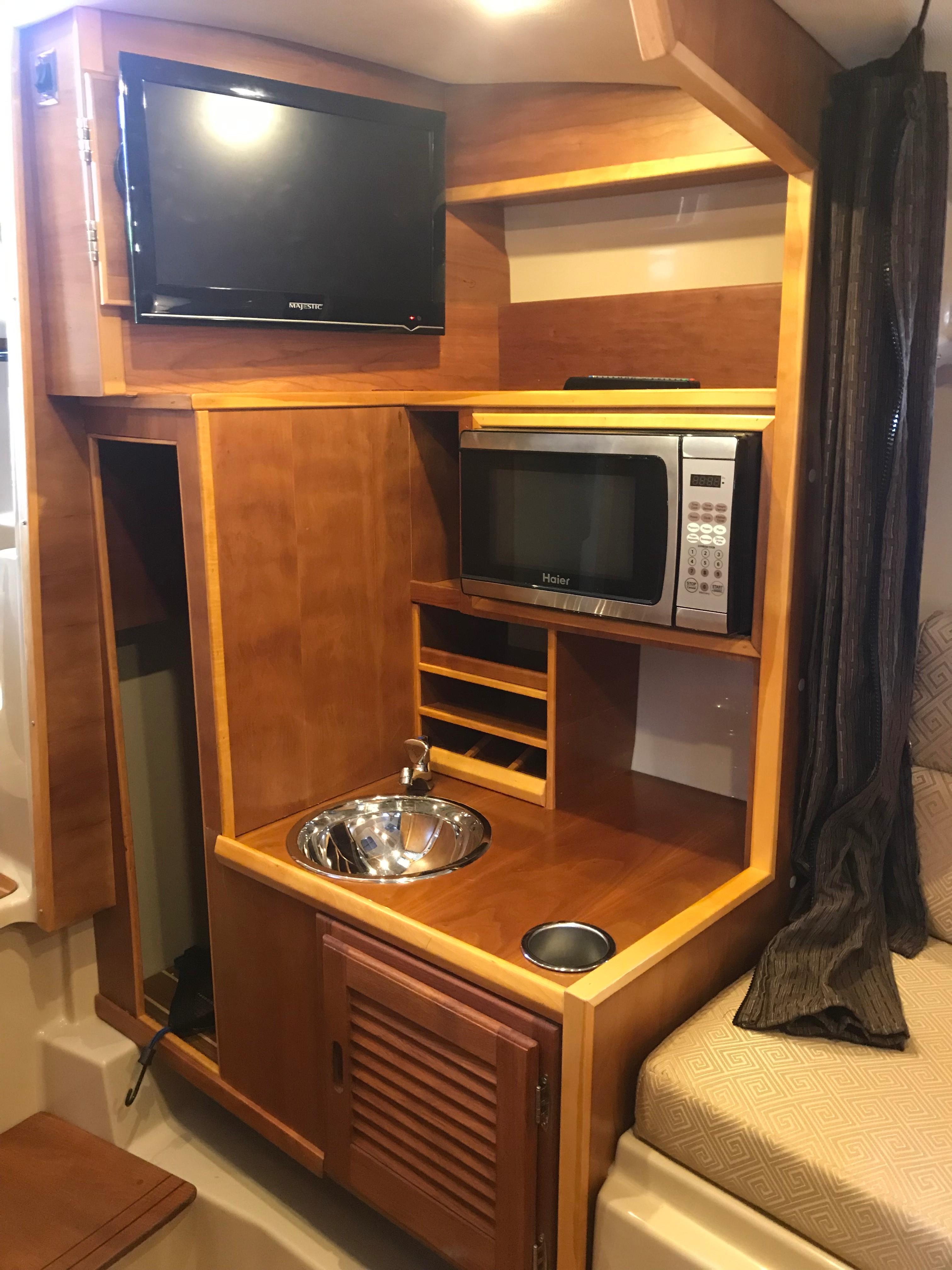 Cutwater C-28 - Vanity/TV in Forward Stateroom