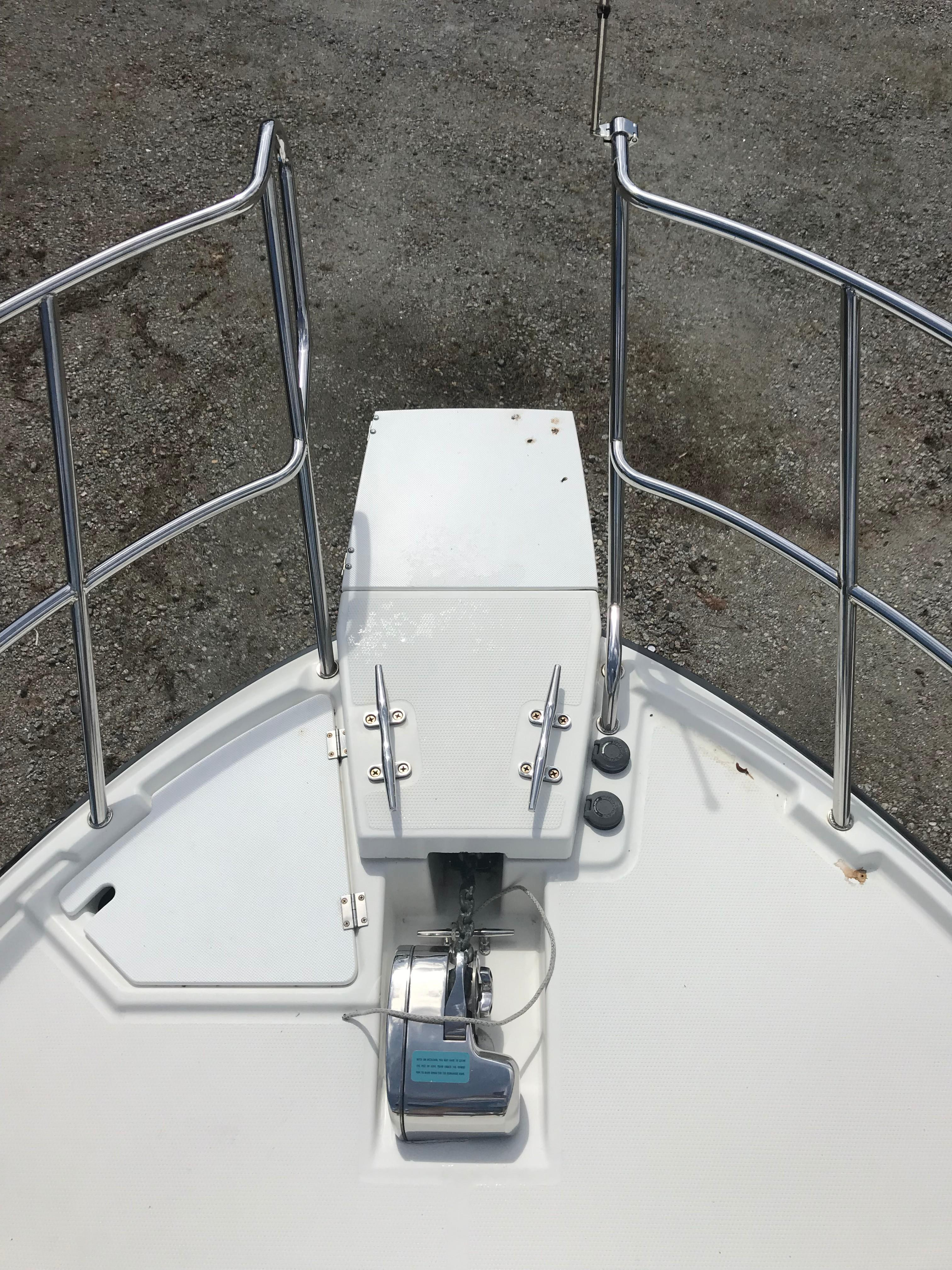 Cutwater C-28 - Bow Pulpit