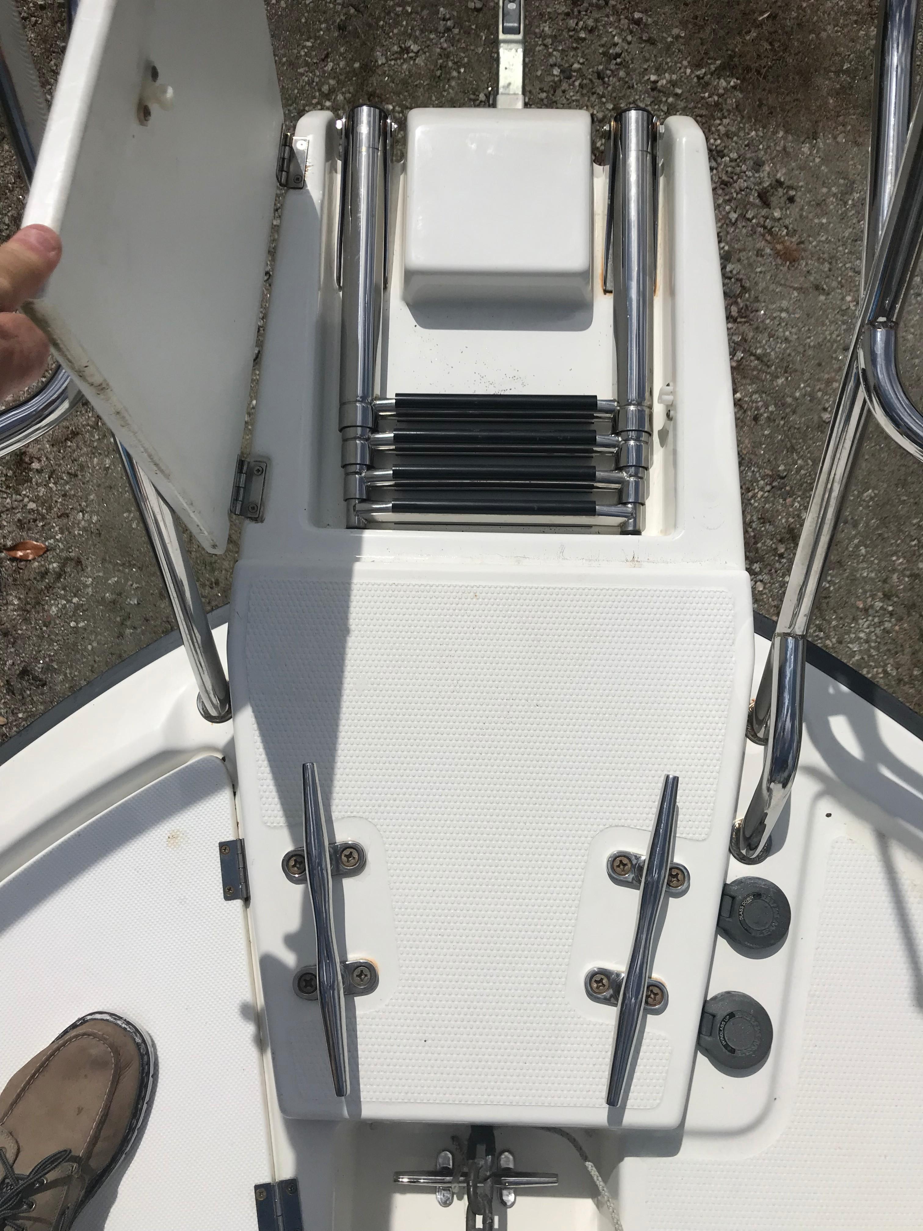 Cutwater C-28 - Beaching Ladder in Pulpit