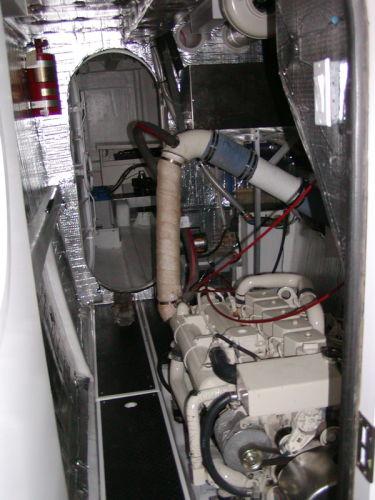 55' Power Cat Mycat Engine Room2