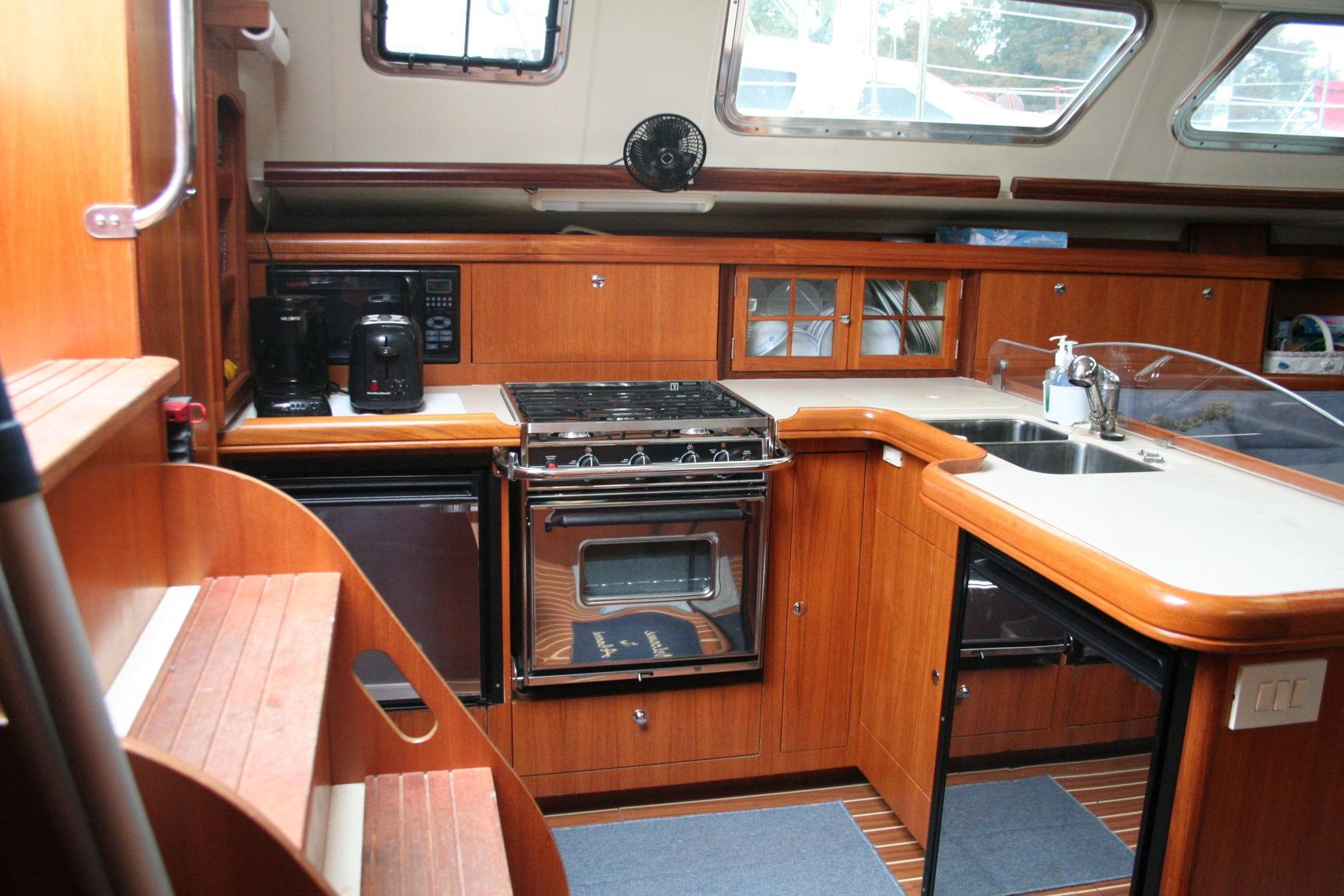 2007 Hunter 44 Deck Salon | Sailboats for Sale