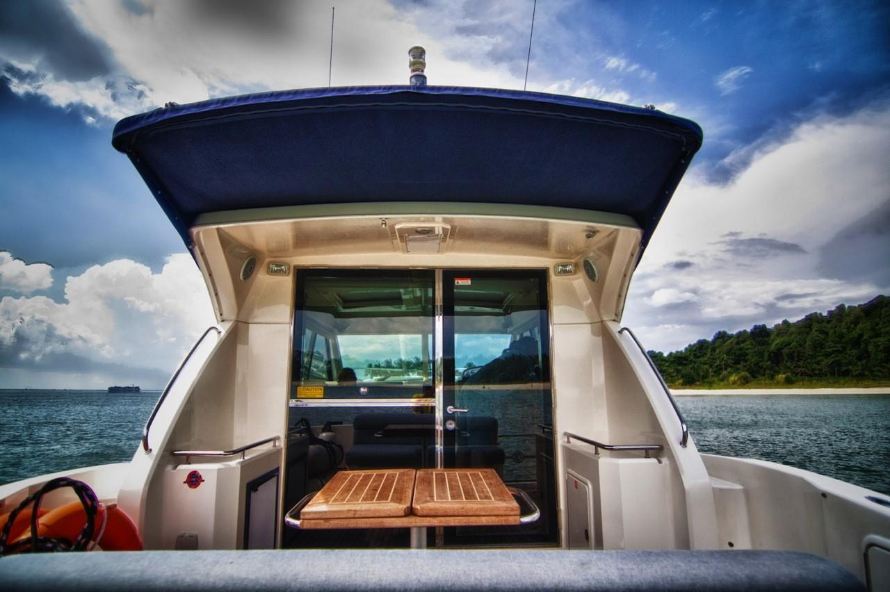 Aft deck - extended awning