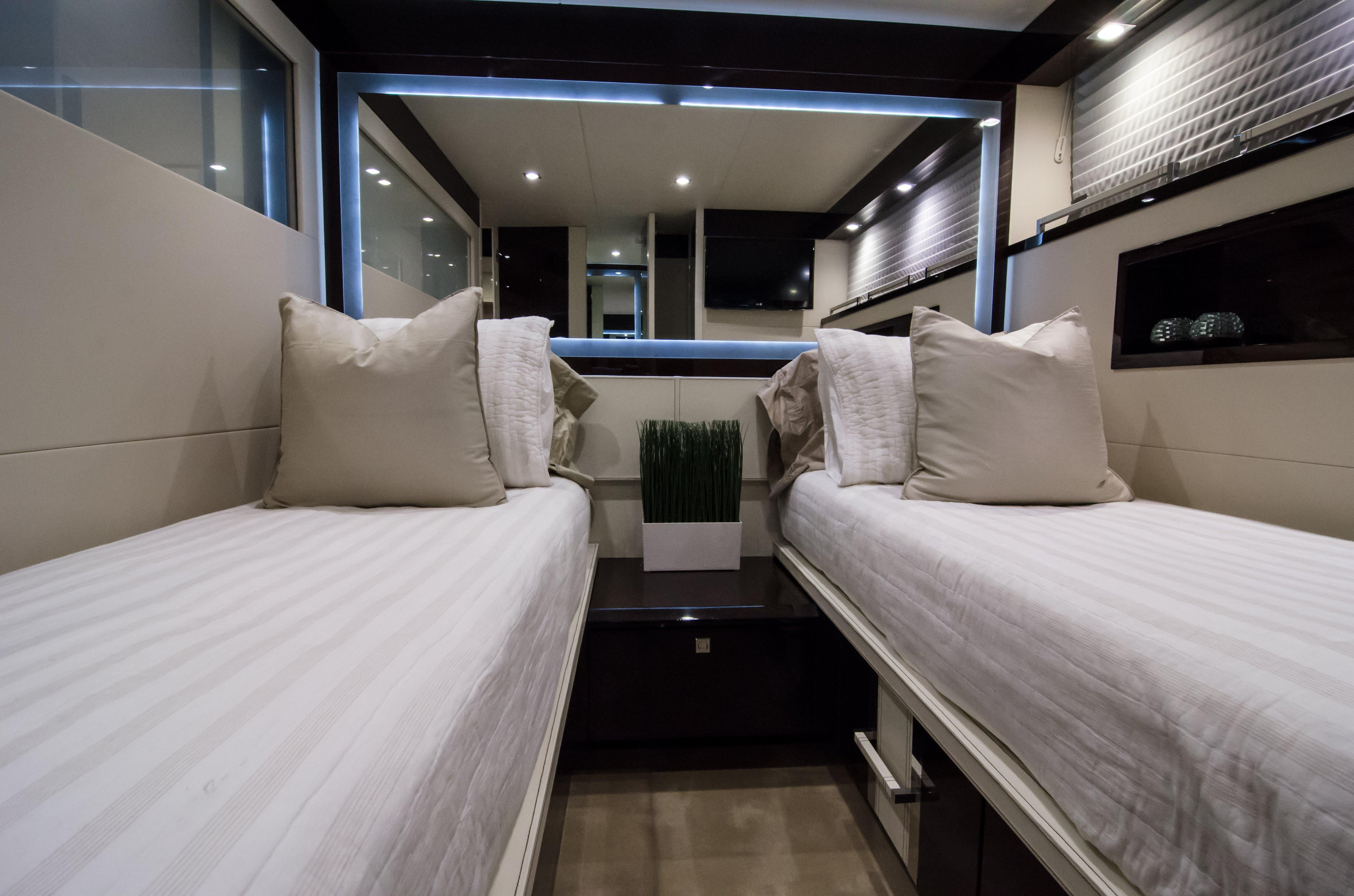 Port Stateroom- Sliding Beds