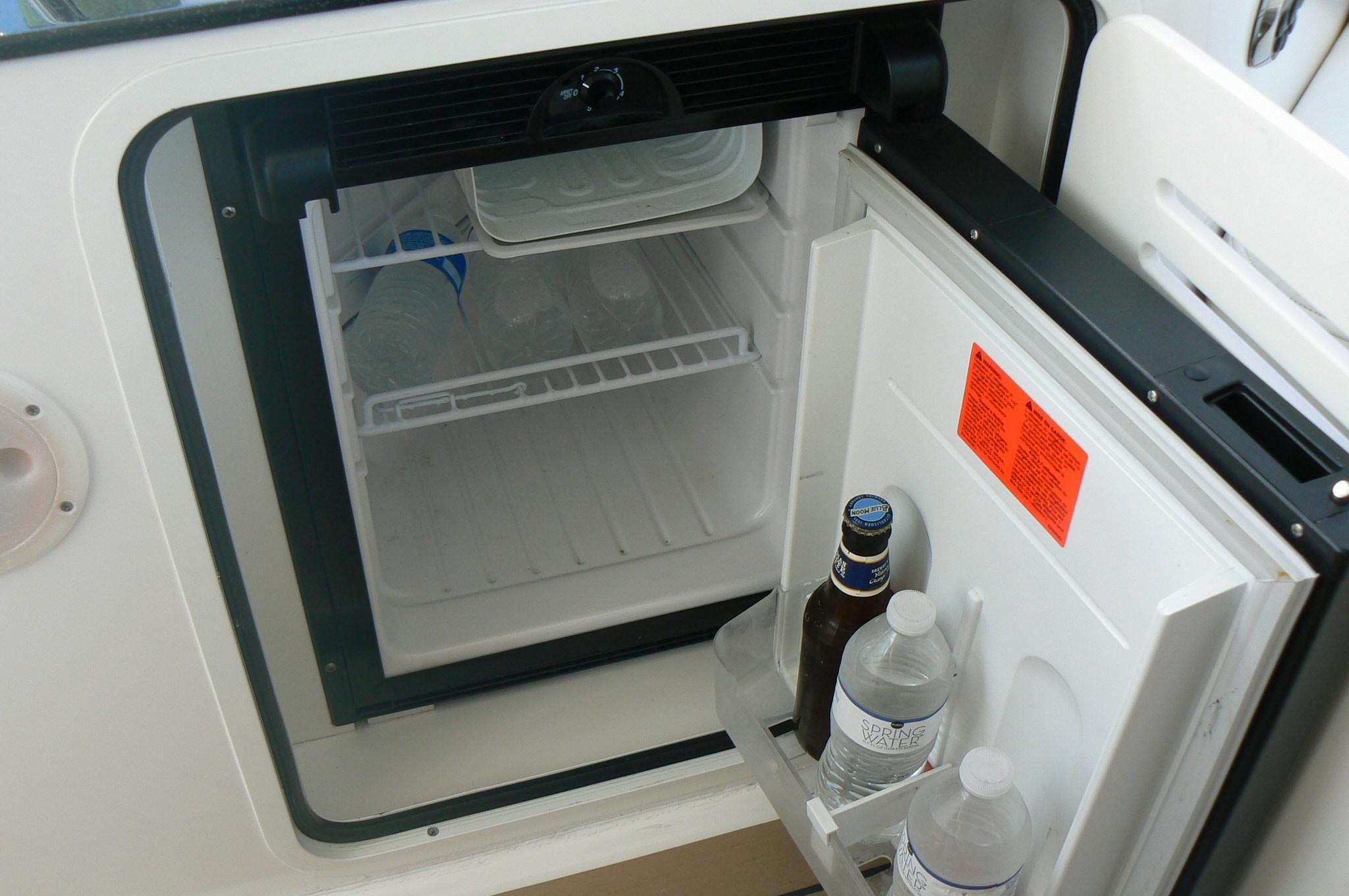Helm Refrigerator 2