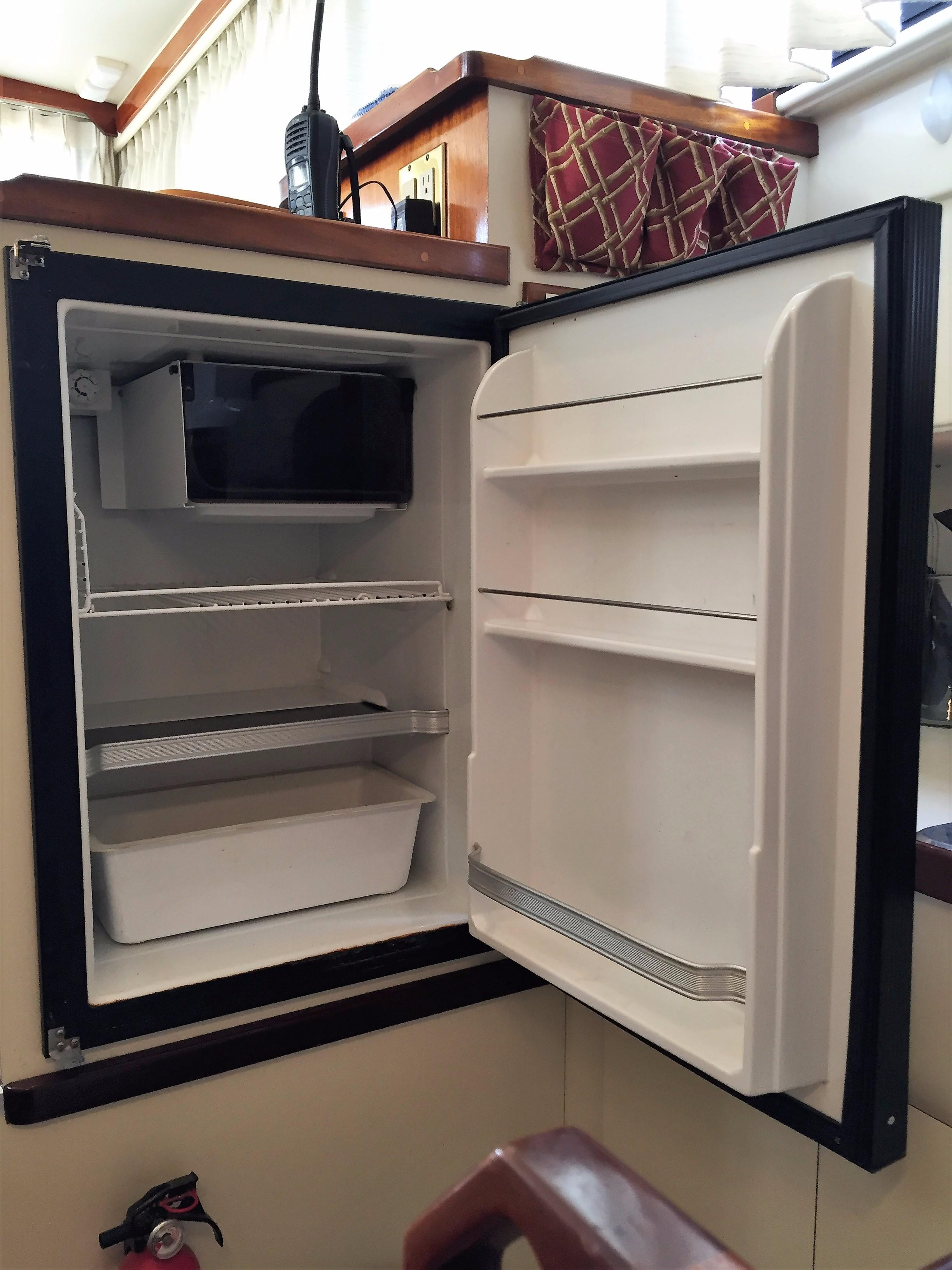 Camano Troll - refrigerator