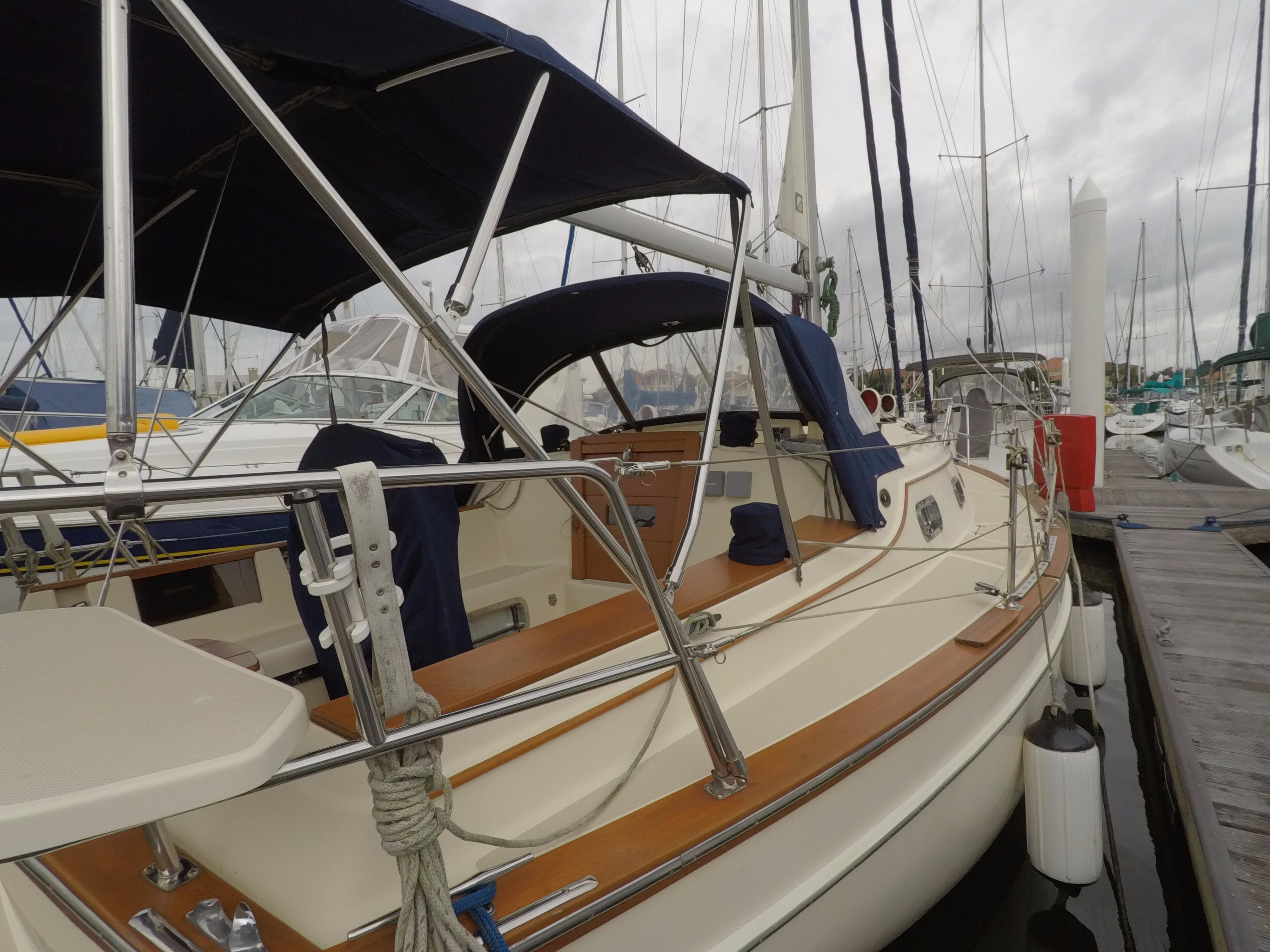 2000 Island Packet 320 – Little Yacht Sales
