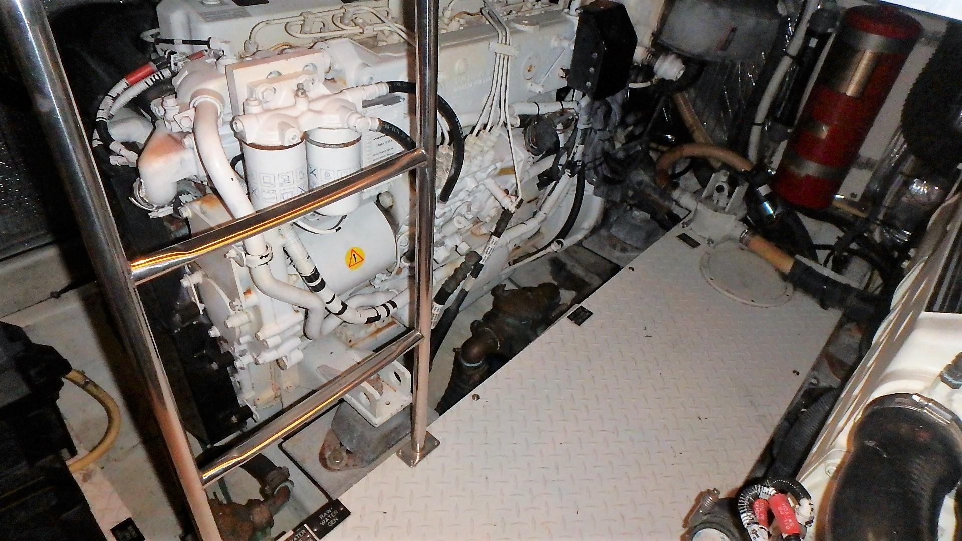 Cruisers Yachts 455 - Stbd Engine