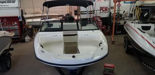 2019 Sea Ray boat for sale, model of the boat is SPX 190 OB & Image # 9 of 29