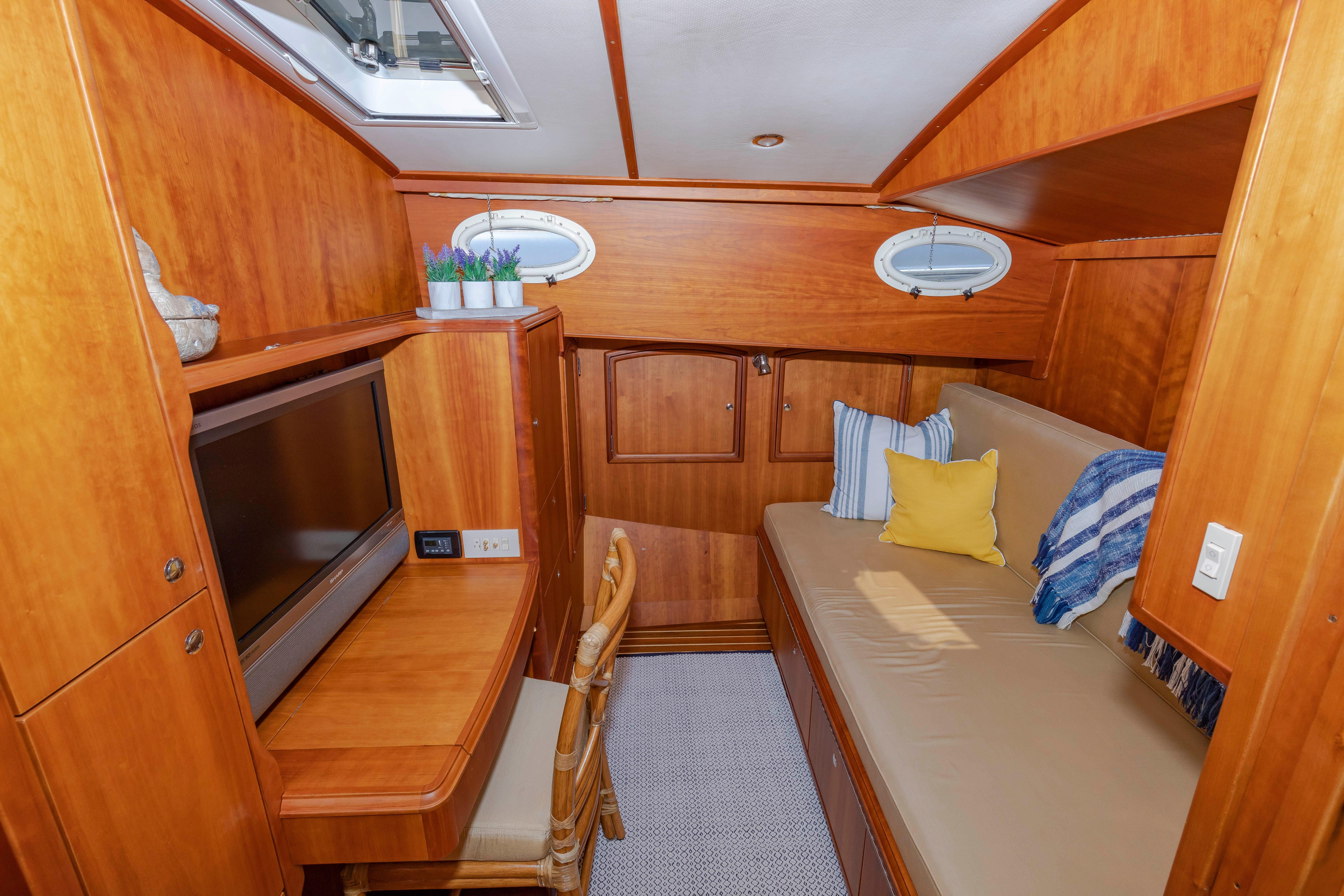 Suzanne Hinckley 2006 Talaria 55 My 55 Yacht for Sale in US a53903c2f7ab6