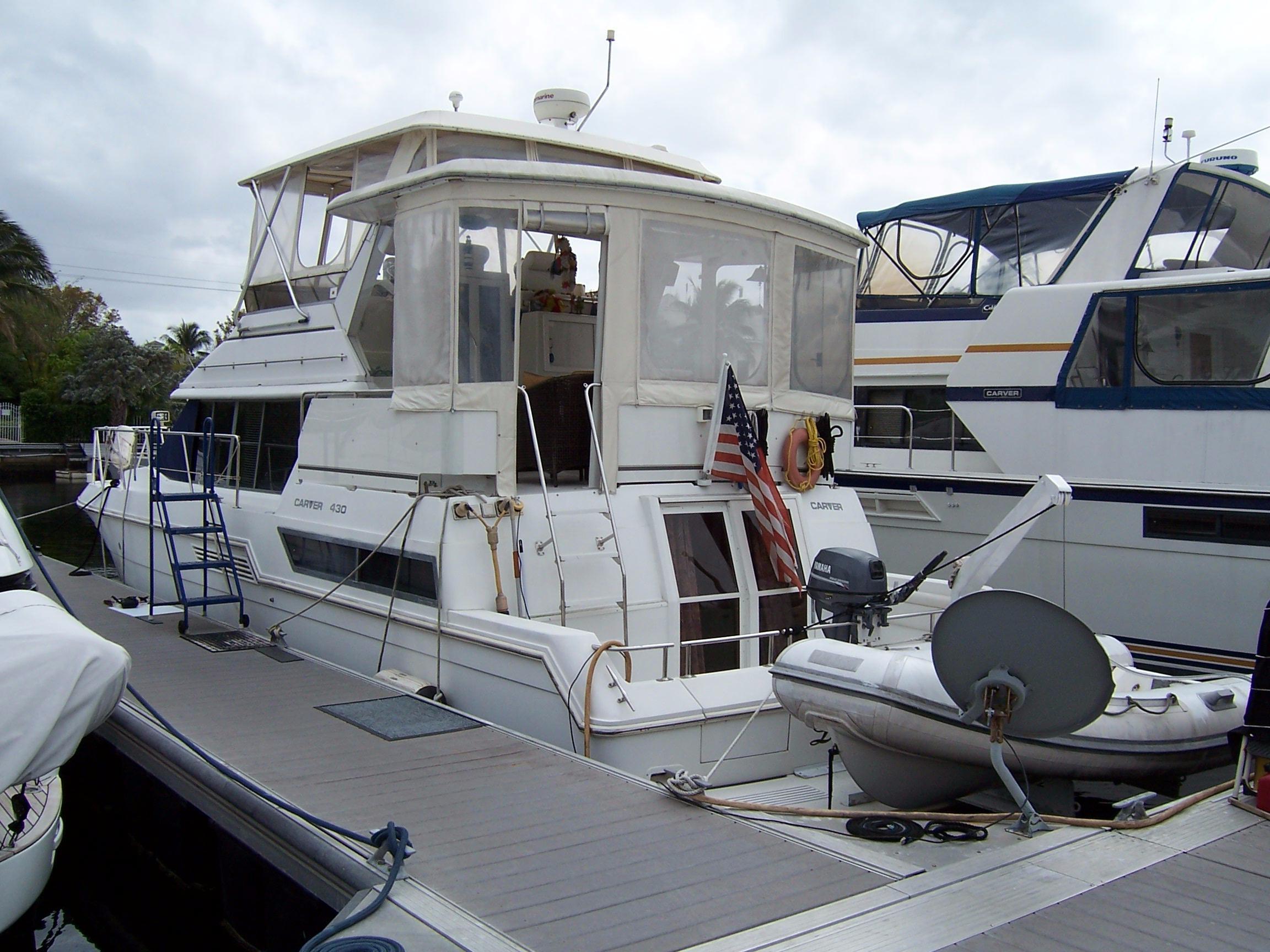 43' Carver 1996 430 Cockpit Motor Yacht