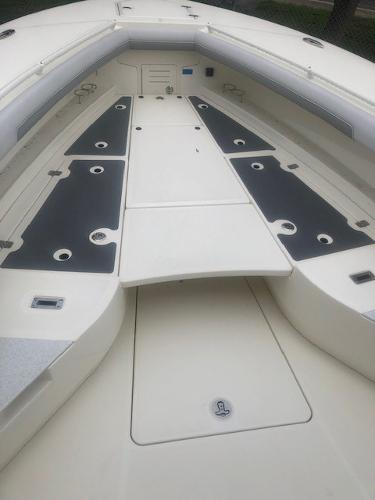 2019 Mako boat for sale, model of the boat is 334 CC Family Edition & Image # 131 of 165