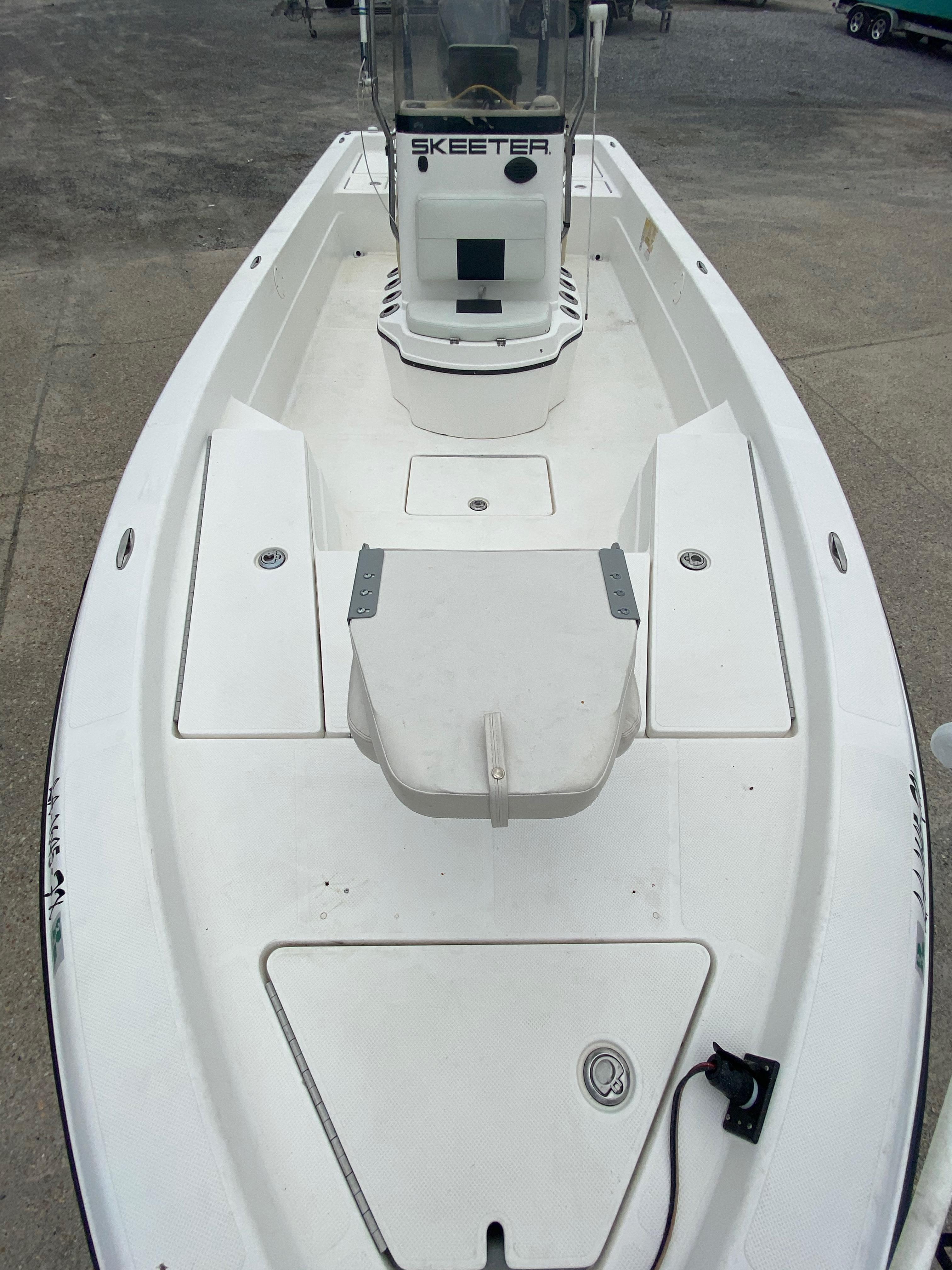 2010 Skeeter boat for sale, model of the boat is ZX 24V & Image # 12 of 18