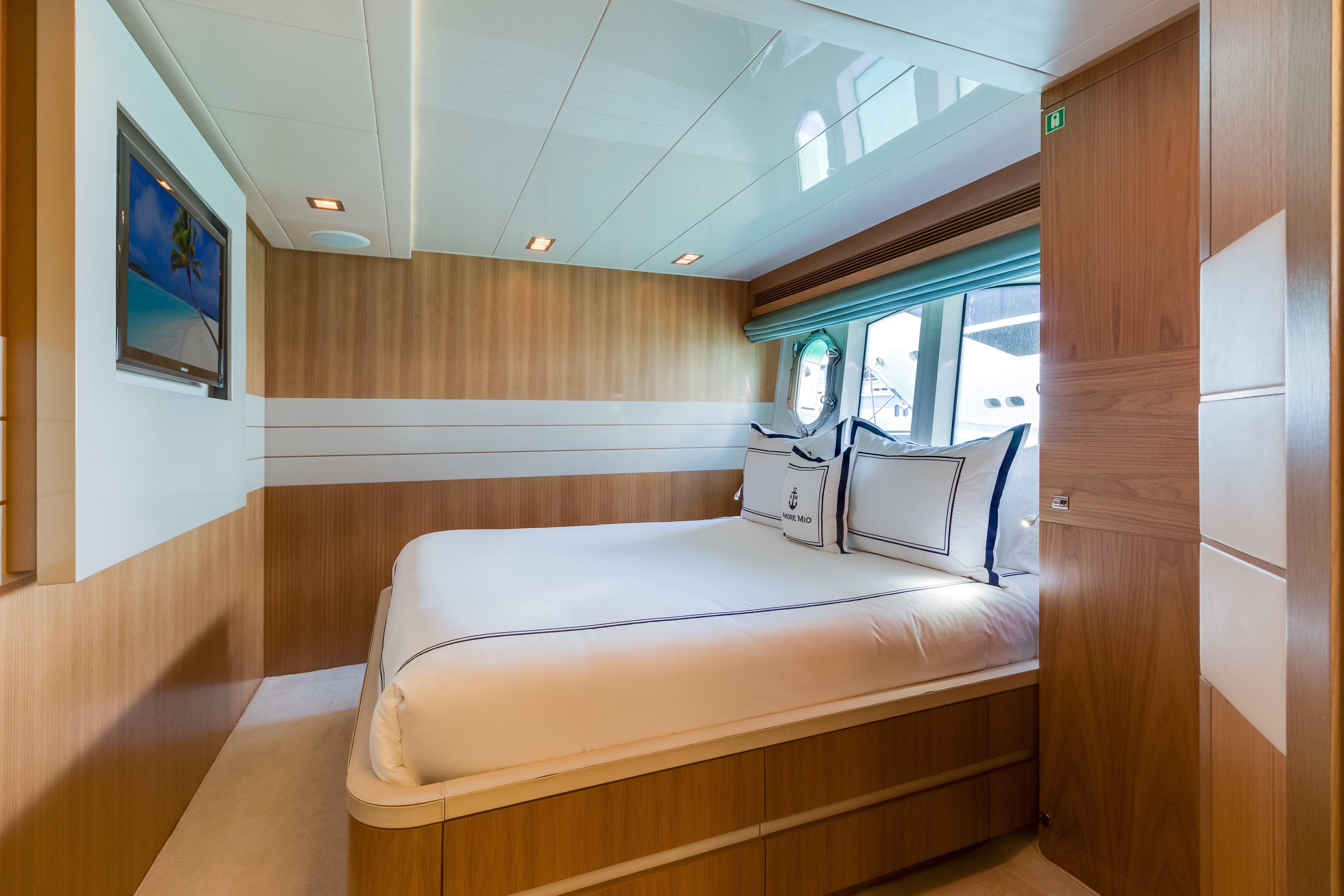 100' 2012 Ferretti Custom Line